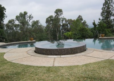 austin-award-winning-custom-pool-and-spa-negative-edges