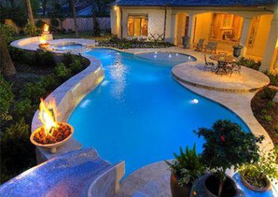 custom-pool-and-spa-with-fire-pillars