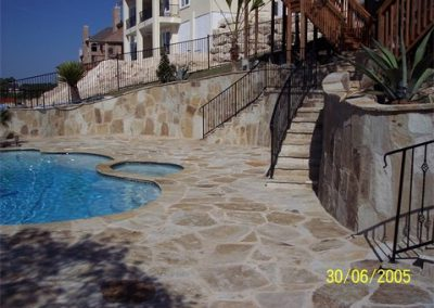 flagstone-decking-free-form-pool-elevated-flagstone-retaining-walls
