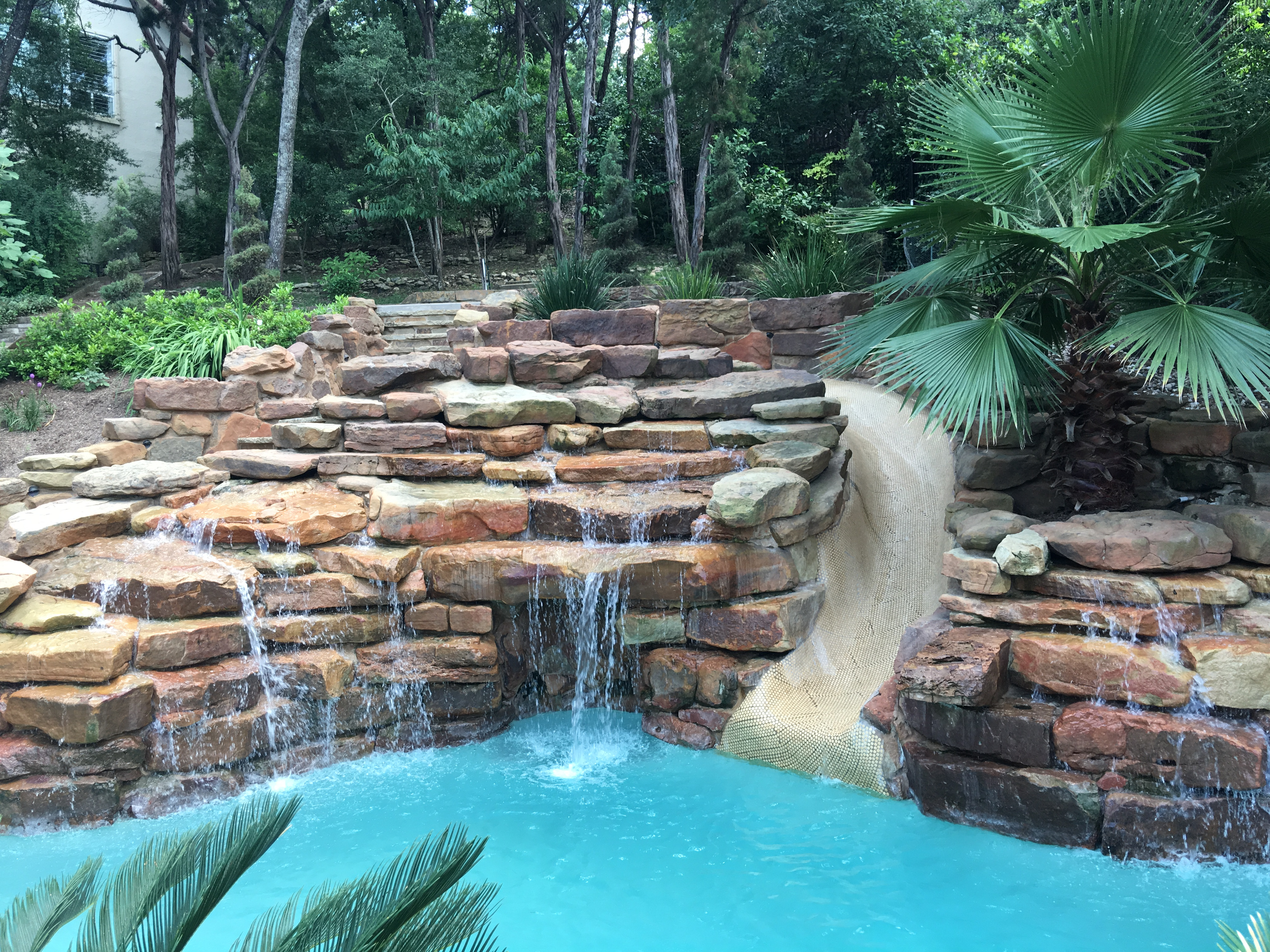 Pools with caves and waterfalls the best cave for Beautiful swimming pools with waterfalls