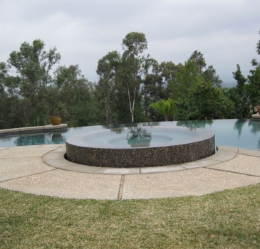 austin-award-winning-custom-pool-and-spa-negative-edges.jpg-nggid03129-ngg0dyn-365x350x100-00f0w010c011r110f110r010t010